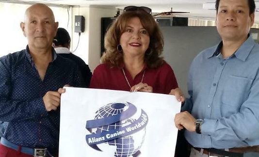 Alianz Ecuador firma convenio con Facultad Veterinaria de Quito